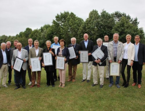 Verleihung der Ehrennadel für ehrenamtlich tätige Mitglieder